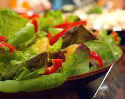 Une alimentation équilibrée pourrait diminuer les risques de mortalité, au moins chez les personnes âgées. © DR