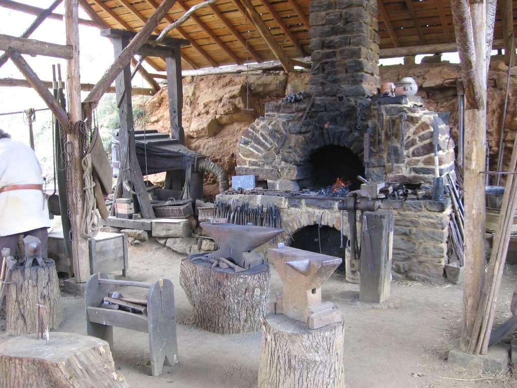 La forge a permis l'invention de nombreux outils au Moyen Âge, et de rendre les outils existants plus solides. © Stefdn, Wikimedia Commons, cc by sa 3.0