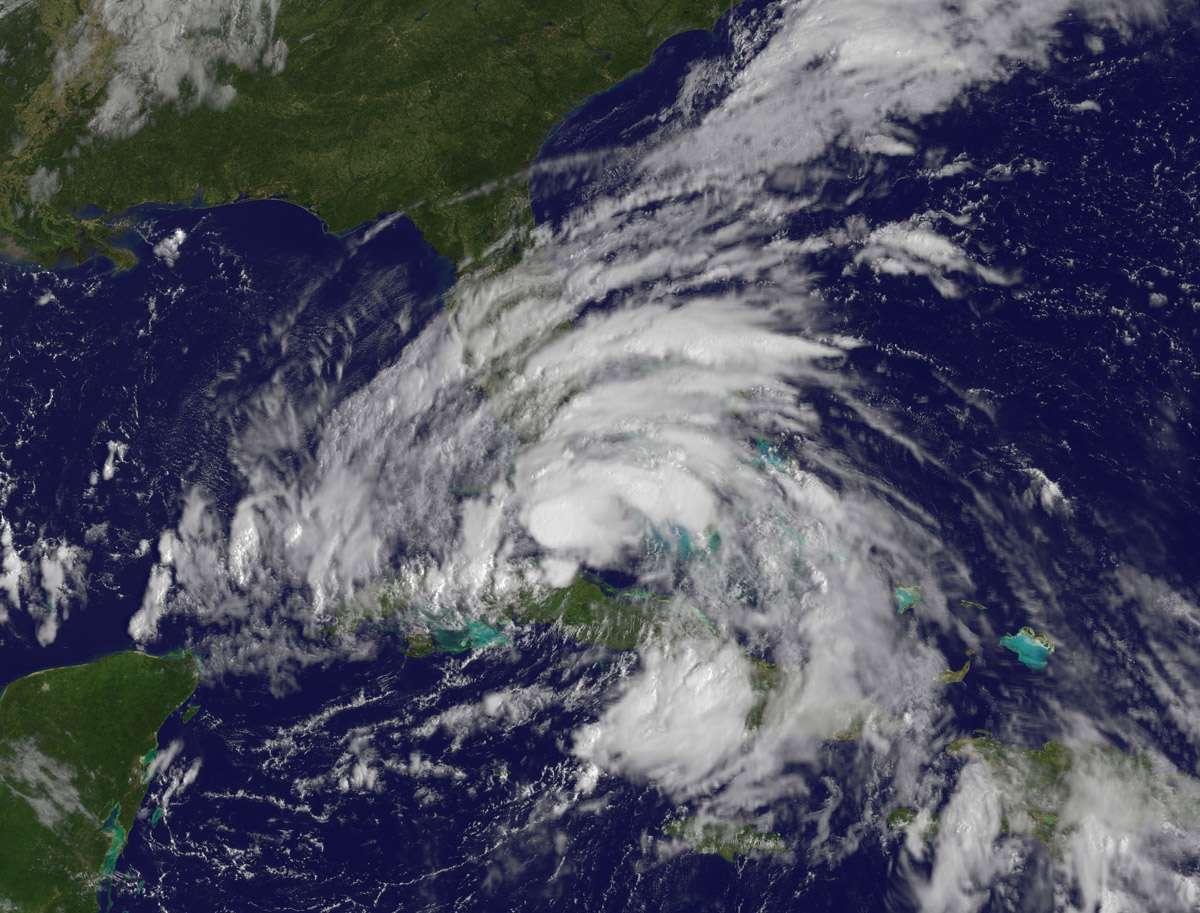 Photographie de la tempête tropicale Isaac prise par le satellite Goes 3 ce dimanche 26 août 2012. Les nuages s'étendent de Cuba jusqu'à la limite nord de la Floride, soit sur une distance de plus de 800 km. © Nasa Goes Project
