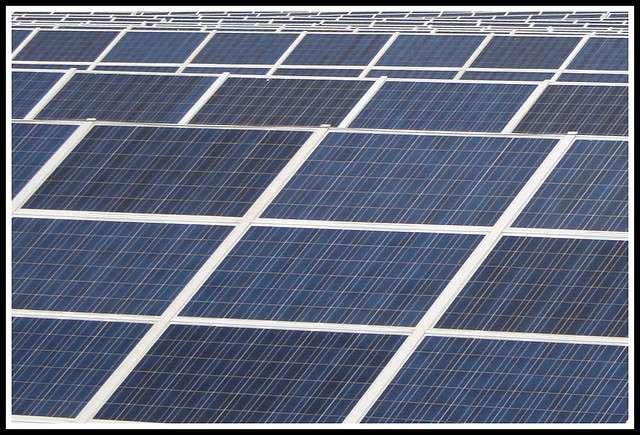 En France, la capacité de la filière photovoltaïque est de 1.054 MW (chiffres 2010). © Mr__H, Flickr, cc by nc sa 2.0