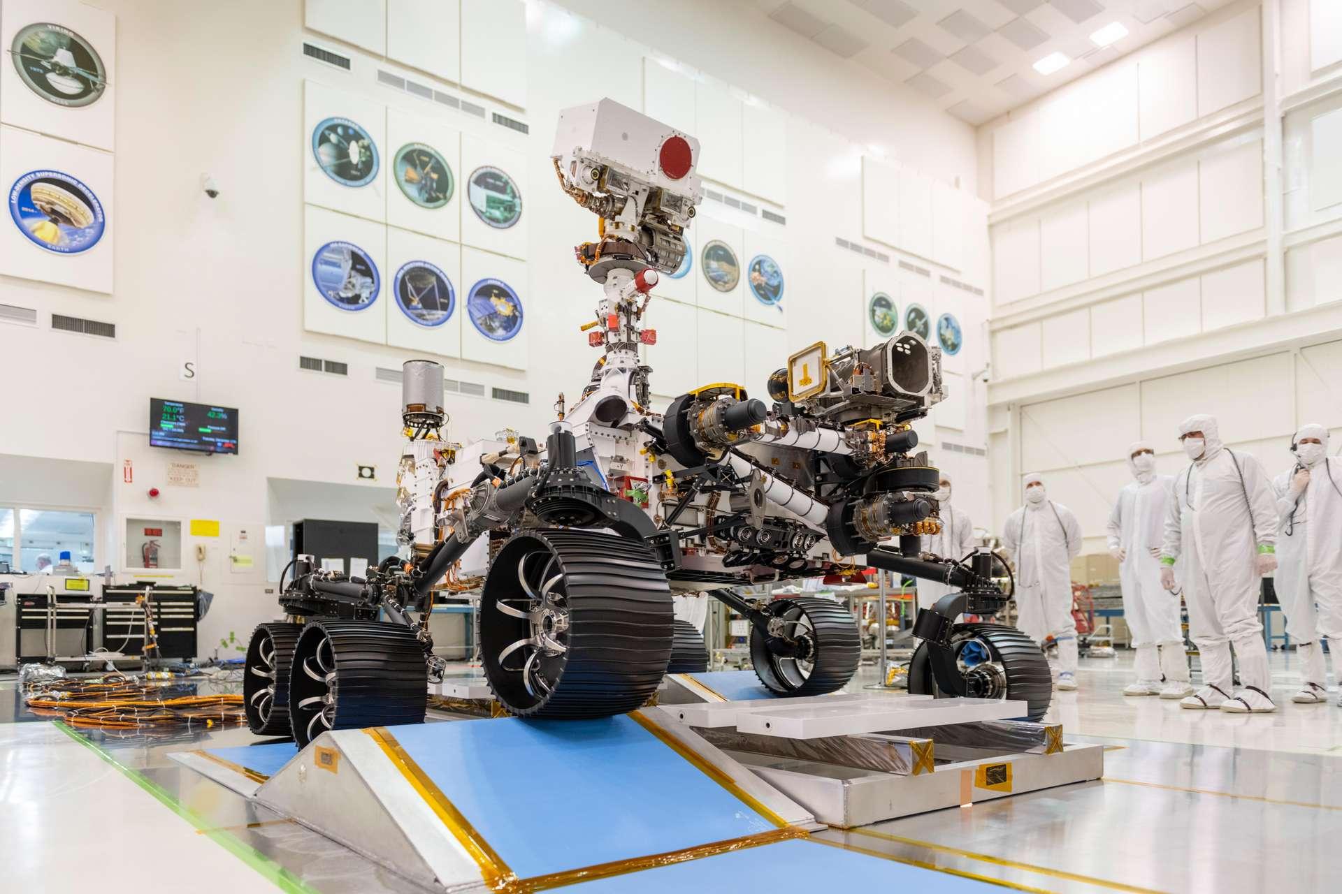 Le beau et puissant Mars 2020 lors de ses tests de mobilité. Son départ pour la Planète rouge est prévu pour l'été 2020. © Nasa, JPL-Caltech