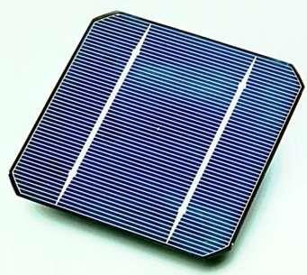 Un panneau solaire photovoltaïque à silicium monocristallin. © Domaine public