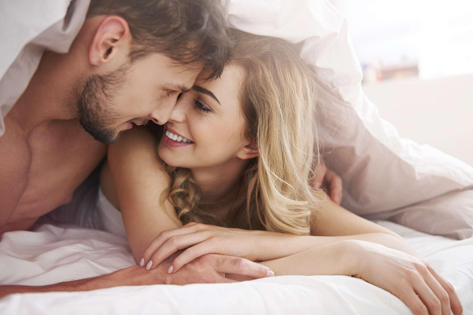 Les hommes sont plus disposés que les femmes à s'engager dans une relation sexuelle à court terme. © gpointstudio, Adobe Stock