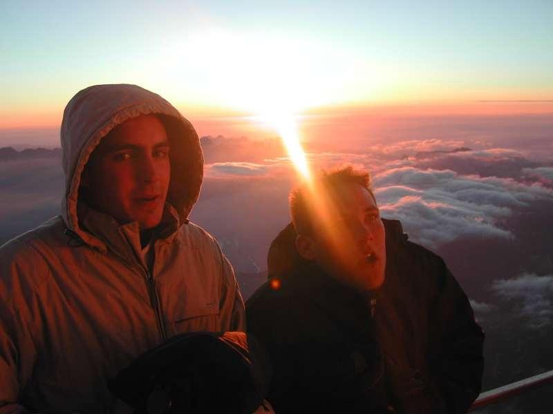 A très haute altitude (ici au sommet du Mont Blanc), il fait froid et l'oxygène manque. Mais l'organisme parvient remarquablement bien à tenir le choc, au moins pour quelques heures. © Mathieu Parny