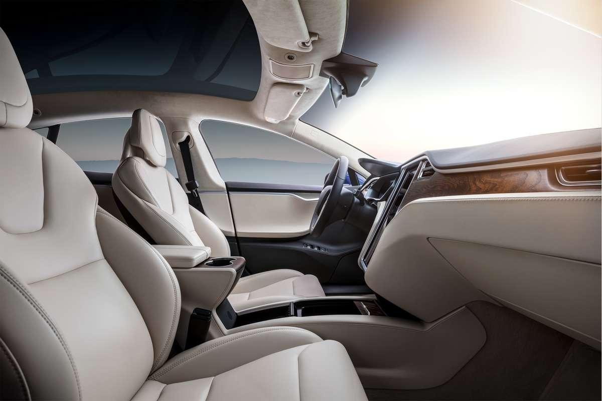 L'intérieur de la Tesla Model S. Tout comme celui de la Model X, il pourrait avoir droit à une petite cure de jouvence. © Tesla