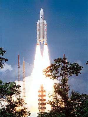 Un lanceur Ariane-5 s'élevevant dans le ciel guyanais, Crédit :CNES/ESA/Arianespace