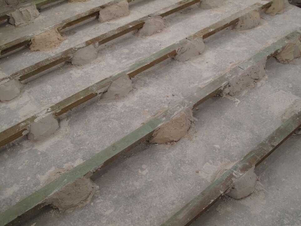 Les lambourdes, ici en bois, servent de support aux planchers. © Martingaudron.com, CC BY-NC 2.0, Flickr