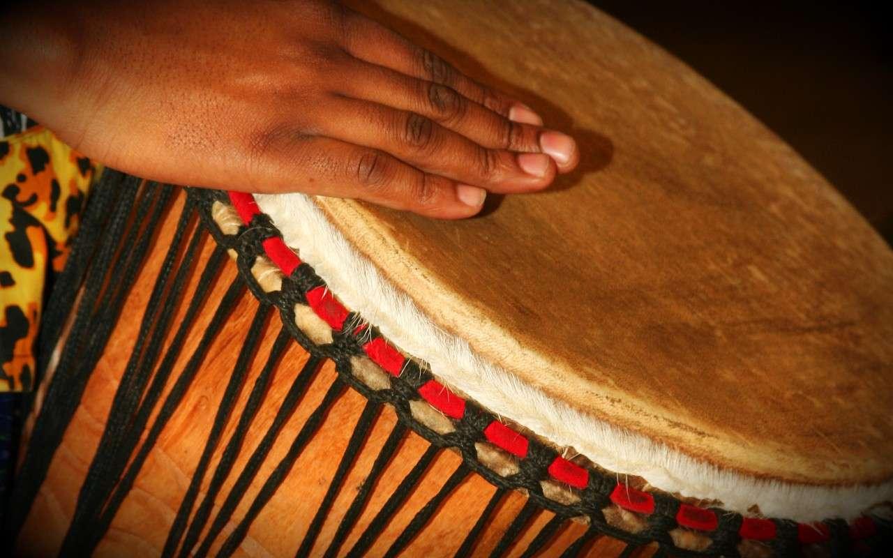 Le rythme d'une musique donne du sens à la mélodie, et savoir le tenir, renforce également certaines aptitudes directement liées au langage. © Max_thinks_sees, Flickr, cc by nc sa 2.0