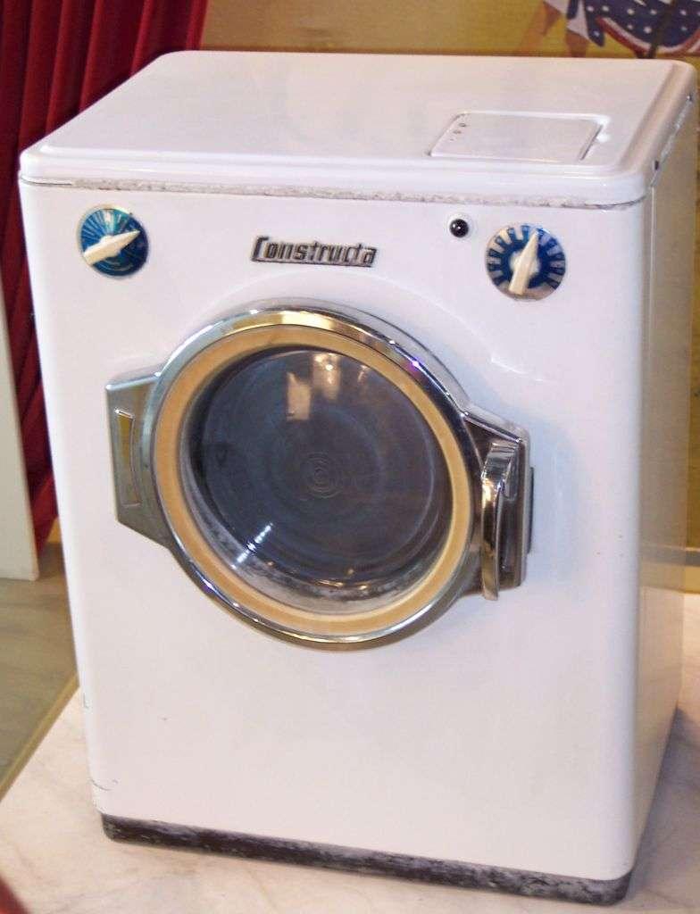 Le lave-linge est une invention désormais présente dans 90 % des ménages français. © Stahlkocher, CC BY-SA 3.0, Wikimédia Commons