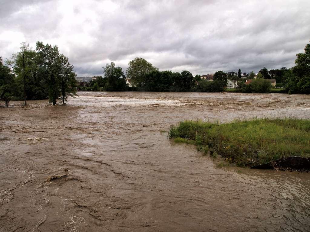 Le Gave de Pau a débordé mardi, suite à d'importants orages et intempéries. Si la décrue s'amorce doucement en amont de la rivière, le pic de crue est attendu dans les Landes. © sicekatr, Flickr, cc by nc 2.0
