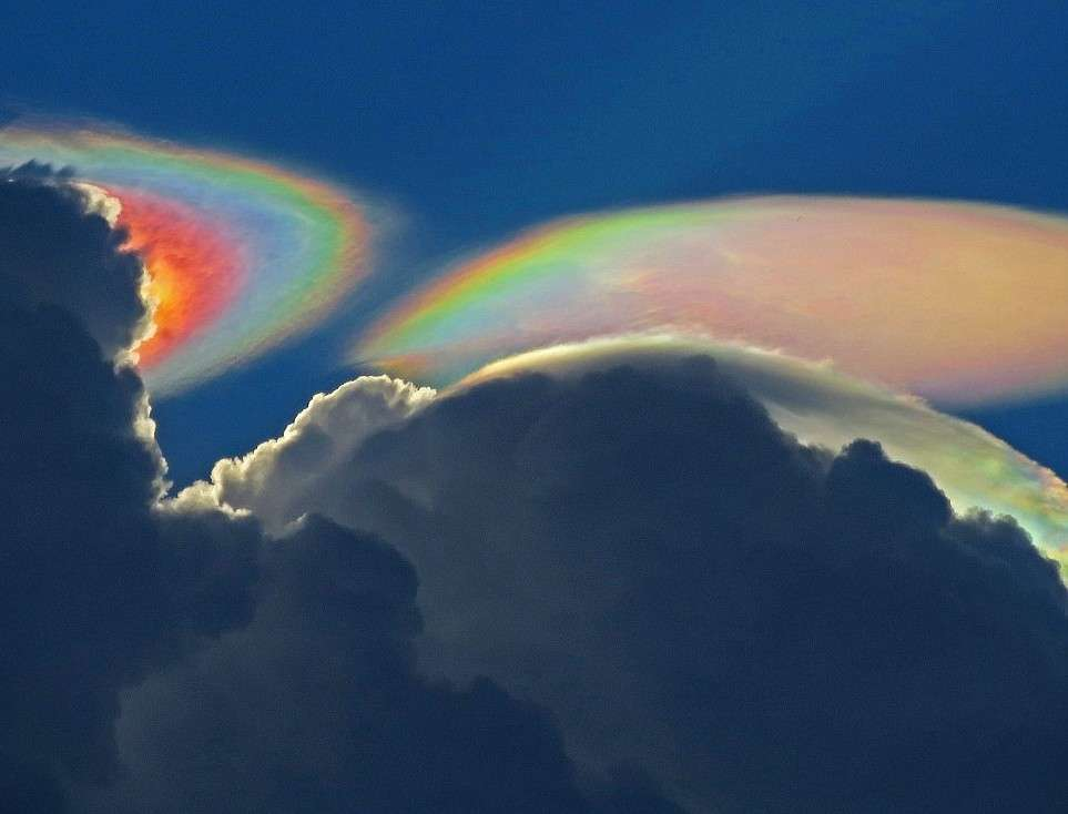 Nuages irisés photographiés en Floride. Il s'agit de pileus, surnommés nuages en capuchon. © Ken Rotberg