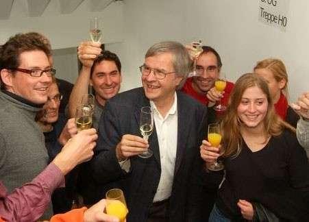 Ted Hänsch avec ses étudiants, quelques minutes après l'annonce du comité Nobel (photo F. Schmidt)