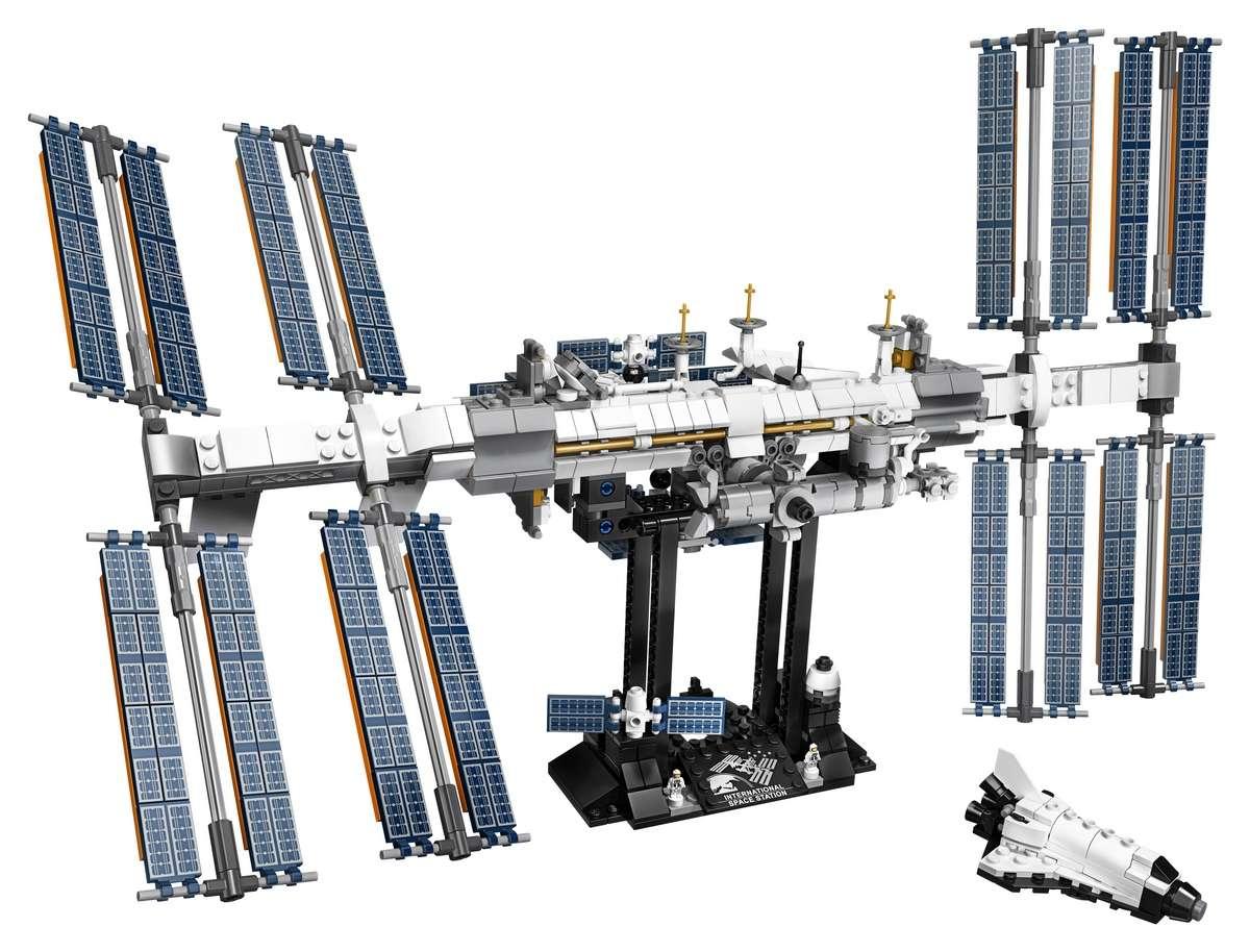 La reproduction de la Station spatiale internationale est sympathique mais elle aurait pu être plus poussée. © Lego