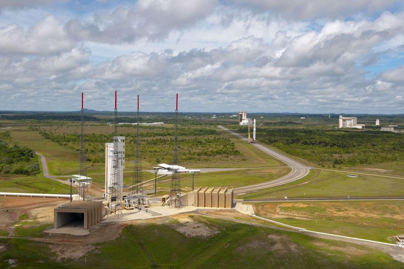 Transfert d'une Ariane 5 sur son pas de tir du Centre spatial guyanais. © Esa/Cnes/Arianespace, S. Corvaja