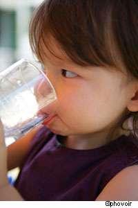 L'eau potable qui contient du manganèse causerait des troubles du développement intellectuel chez les enfants, à partir d'un certain seuil. © Phovoir
