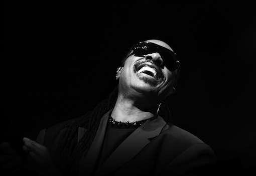 La musicalité de Stevie Wonder a-t-elle bénéficié de son infirmité ? Cette étude montre en tout cas que rester quelque temps dans le noir améliore l'audition… chez la souris. © The Cosmopolitan of Las Vegas, Flickr, cc by nd 2.0
