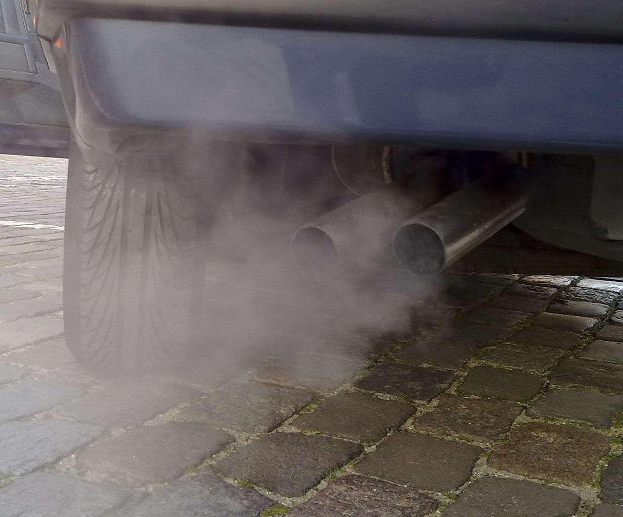 La France fait face à un pic de pollution, à tel point que dans une trentaine de villes de France, les automobilistes sont invités à privilégier les transports en commun, gratuits pour l'occasion. © Ruben de Rijcke, Wikipédia, cc by sa 3.0