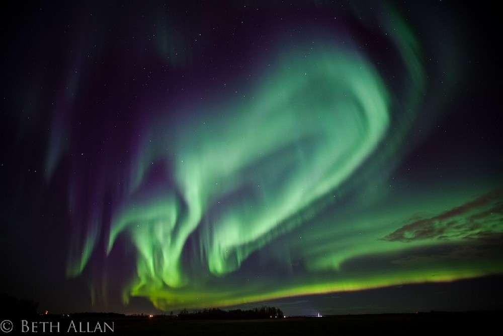 Même au sol le spectacle des aurores boréales reste fascinant, comme le prouve cette image réalisée depuis l'Alberta au Canada. © Beth Allan