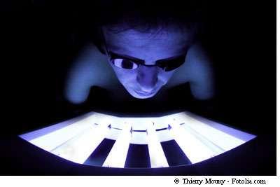 L'usage intensif du bronzage artificiel aux ultraviolets est dangereux. Les experts s'accordent sur une limite d'une dizaine de séances par an. © Thierry Mouny / Fotolia