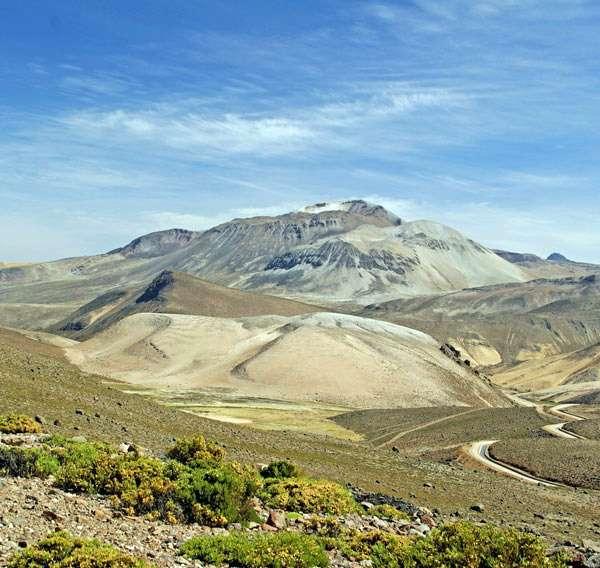 L'équipe de recherche s'est principalement concentrée sur le système hydrothermique de deux volcans du Pérou, le Tiscani (à l'image) et l'Ubinas. © S. Byrdina, IRD