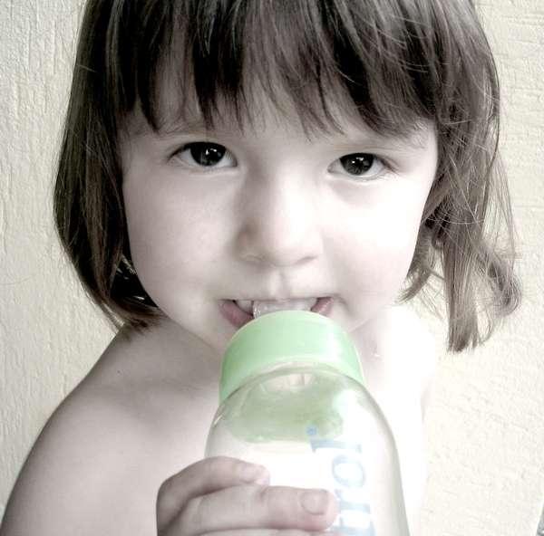 Le bisphénol sera banni des biberons, mais reste toujours en contact des femmes enceintes par le biais de bien d'autres produits en plastique. © Sfar, Flickr, CC by-nc-nd 2.0