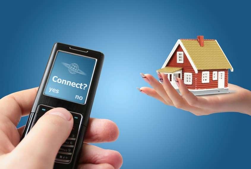 Une box domotique centralise la commande et la programmation de nombreux appareils électriques, depuis l'intérieur de la maison ou à distance. ©