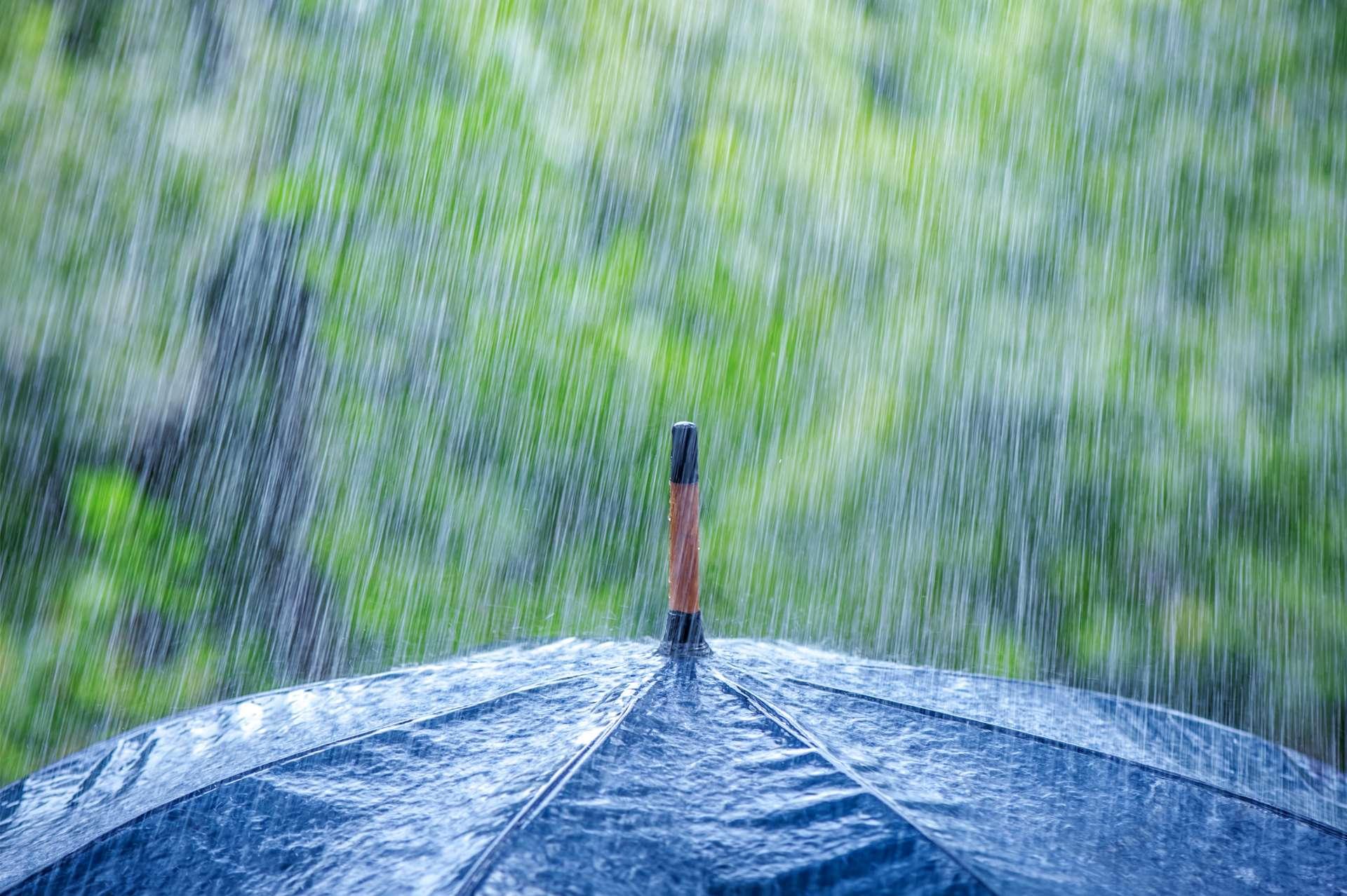 La météorologie permet de prévoir les fortes pluies comme celle-ci. © ivan kmit, Adobe Stock.