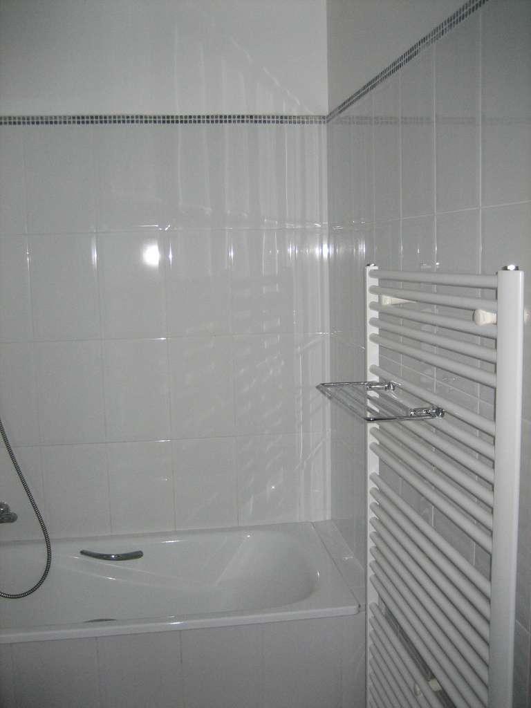 Le sèche-serviette multiplie les barres horizontales afin de pouvoir y poser un grand nombre de serviettes à sécher. © fazh, CC BY-NC-ND 2.0, Flickr