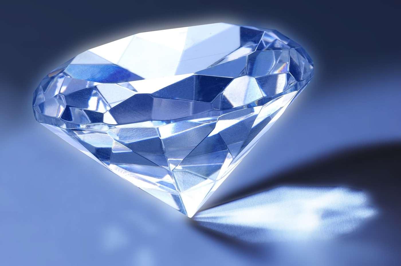 Les diamants sont uniquement composés de carbone. Ils restent pourtant compliqués à synthétiser. © Nafets, Pixabay, DP