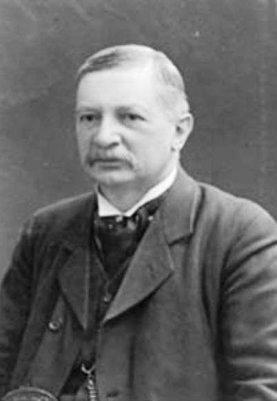 Johannes Rydberg (1854-1919) était à l'origine un mathématicien suédois converti à la physique mathématique. Il découvrit en 1890 la célèbre formule portant son nom et qui sera précieuse à Niels Bohr pour sa découverte de son modèle atomique. © AIP Emilio Segre Visual Archives, W. F. Meggers Collection