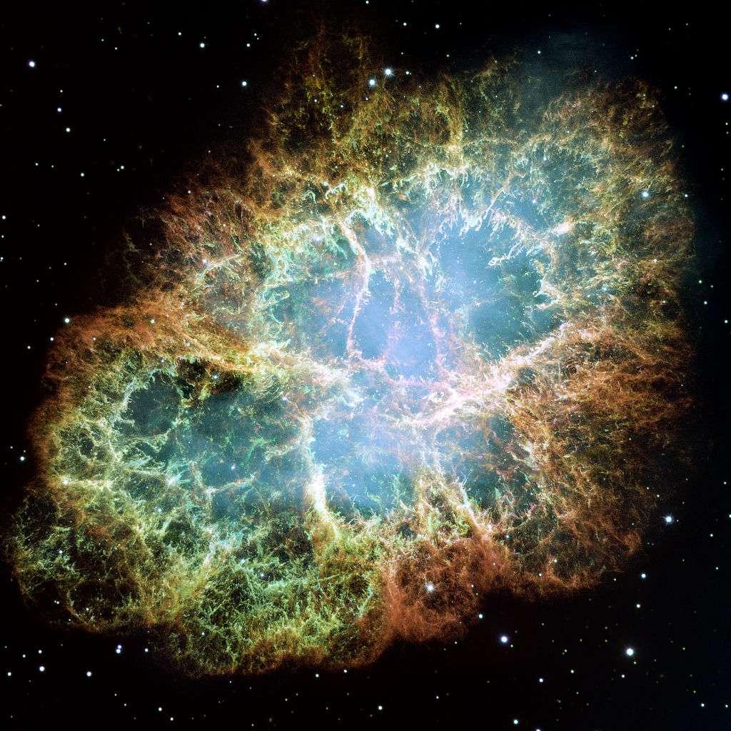Les règles à connaître, les bons critères, les familles d'instruments : il fallait bien un guide d'achat du matériel de l'astronome amateur pour goûter aux joies de l'observation. Aucun ne fournira une aussi belle image de la nébuleuse du Crabe, réalisée à l'aide du télescope spatial Hubble. Mais la photographie, grâce à laquelle la lumière est accumulée lors de longues poses, fait apparaître les couleurs et fournit des images spectaculaires. © Nasa