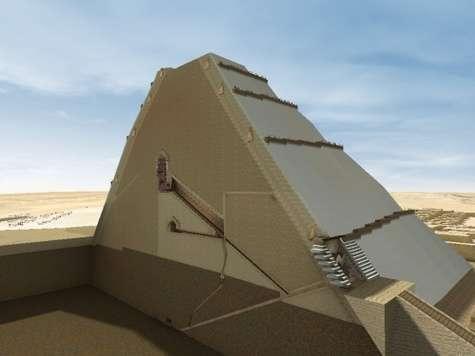 Une vue en coupe de la grande pyramide dans le modèle construit grâce à plusieurs logiciels de Dassault Systems (Catia pour la simulation par exemple). On remarque la chambre funéraire avec la grande galerie d'accès, très inclinée par laquelle est censée être montée la procession mais qui aurait, selon Jean-Pierre Houdin, guidé le chariot pour monter les poutres en granit. © Dassault Systems