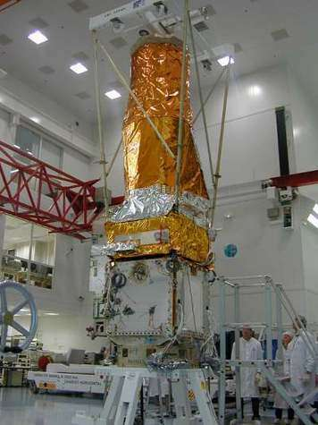 Assemblage du satellite Corot - Alcatel Alenia Space Cannes