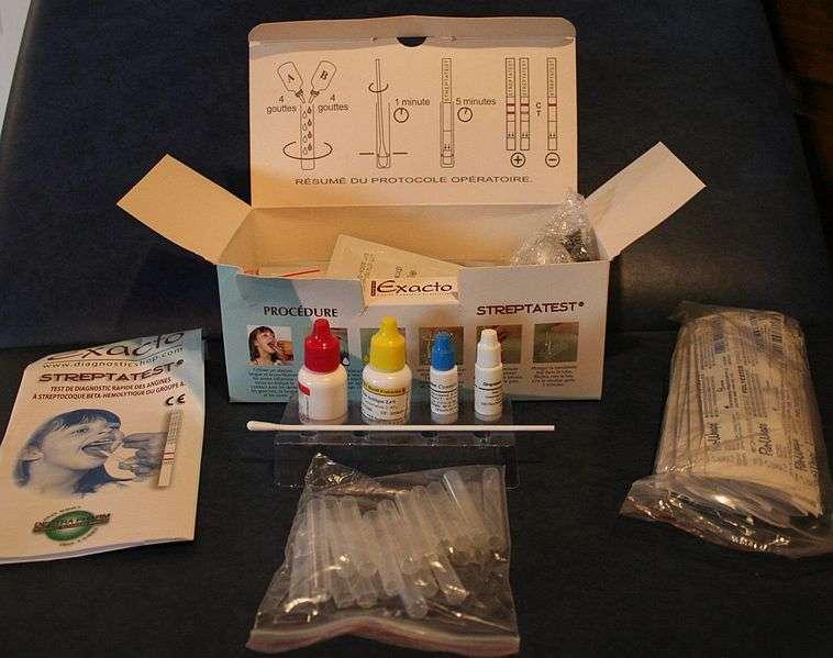Le test de diagnostic rapide de l'angine est aujourd'hui utilisé par la plupart des médecins qui reçoivent gratuitement le produit par l'Assurance maladie. © myself, Wikipédia, cc by sa 3.0