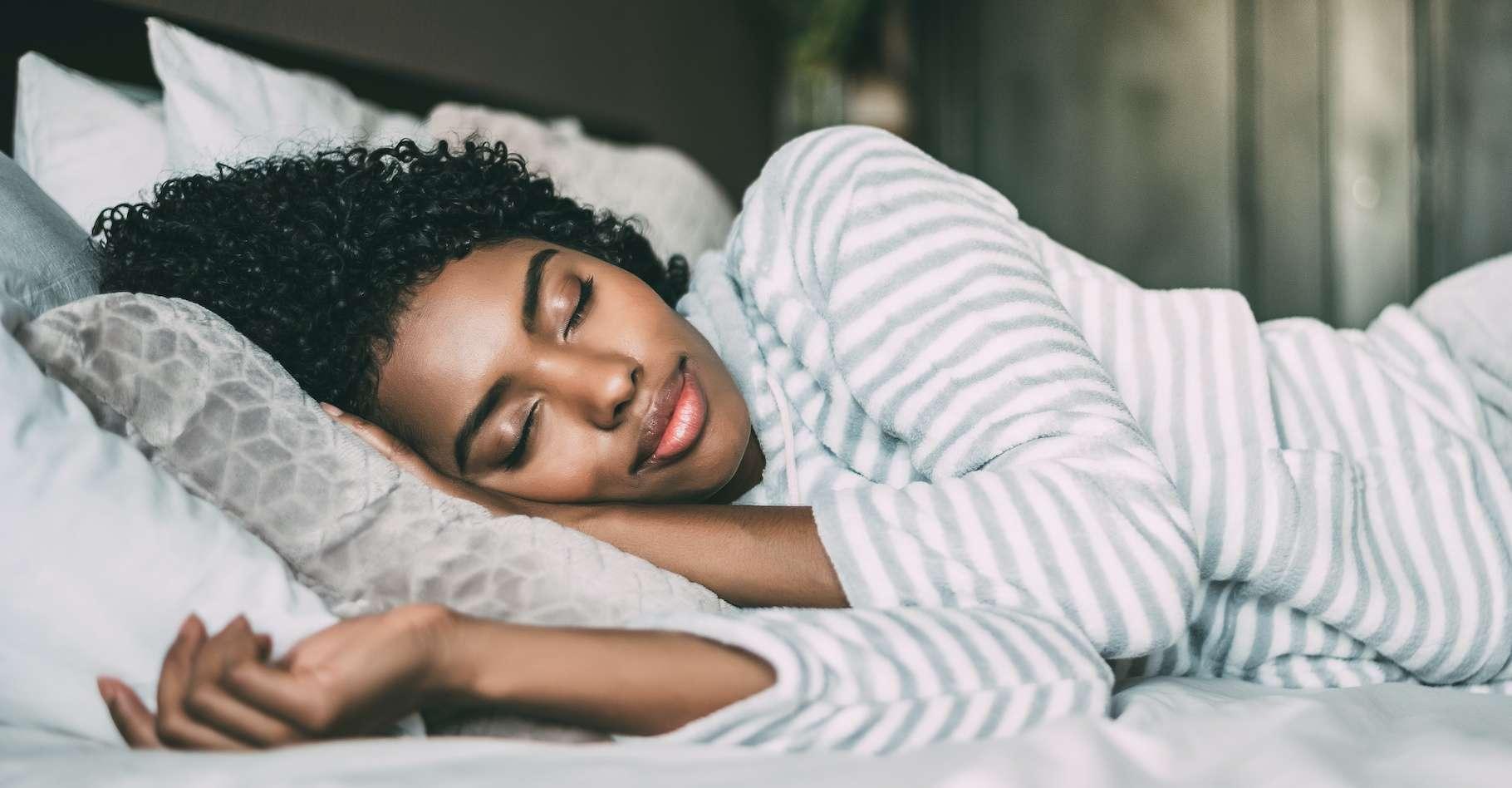 Pour calmer notre anxiété, rien de tel qu'une bonne nuit de sommeil, ponctuée de longues phases de sommeil profond, affirment des chercheurs de l'université de Californie (États-Unis). © DavidPrado, Adobe Stock