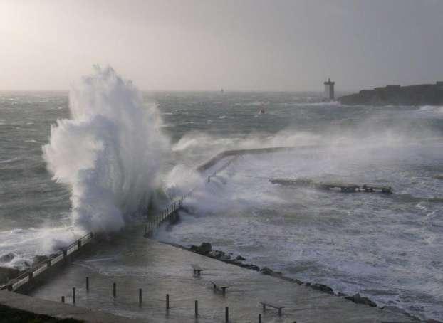 Le port du Conquet le jour de la tempête Johanna (10 mars 2008), un événement qui correspond au cas particulier étudié par l'équipe de chercheurs français. © Steven Lamarche, Ifremer.