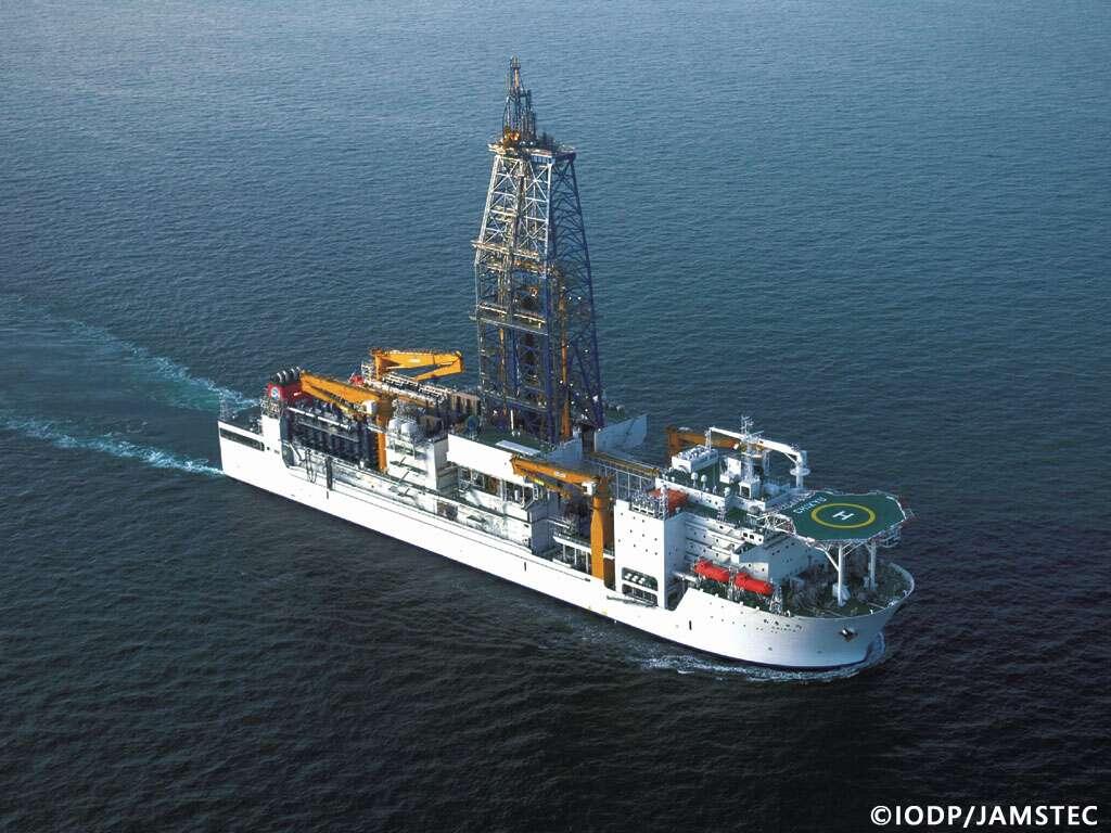 Le Chikyū, navire de forage de l'IODP, va explorer la faille à l'origine du séisme du 11 mars 2011. © IODP/Jamstec