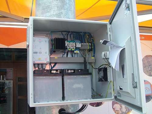 Le délesteur s'installe à l'intérieur d'une boîte électrique. © Anhabe, CC BY-NC-SA 2.0, Flickr