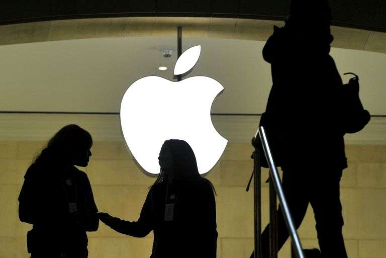 Selon le Wall Street Journal, Apple chercherait à concevoir une voiture électrique « classique ». La sortie serait prévue en 2019. Pour atteindre cet objectif, la firme pourrait s'associer à un fabricant automobile traditionnel. © AFP Photo, Timothy A. Clary