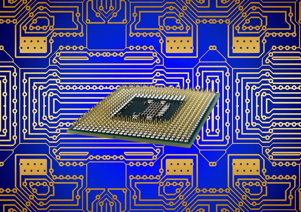 Dans un processeur, les interconnexions entre les millions de transistors passent par des fils de cuivre qui sont isolés avec du nitrure de tantale (TaN). En le remplaçant par du graphène, des scientifiques de l'université Stanford affirment qu'ils peuvent améliorer les performances des prochaines générations de processeurs. © Geralt, via Pixabay, domaine public CC0