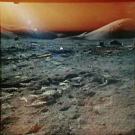 Cette photo prise à la surface de la Lune au cours d'Apollo 17 a été mise de côté en raison du contre-jour et de la surexposition qui affectent une partie de l'image. Crédit NASA.