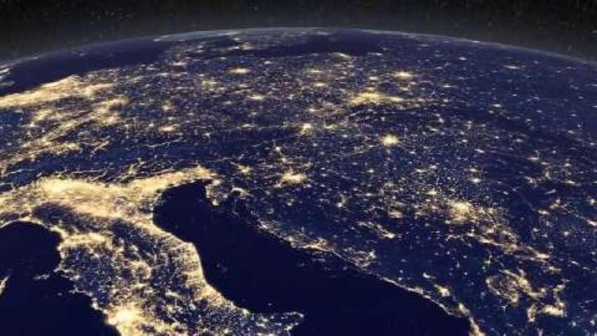 La Terre vue de nuit : black marble