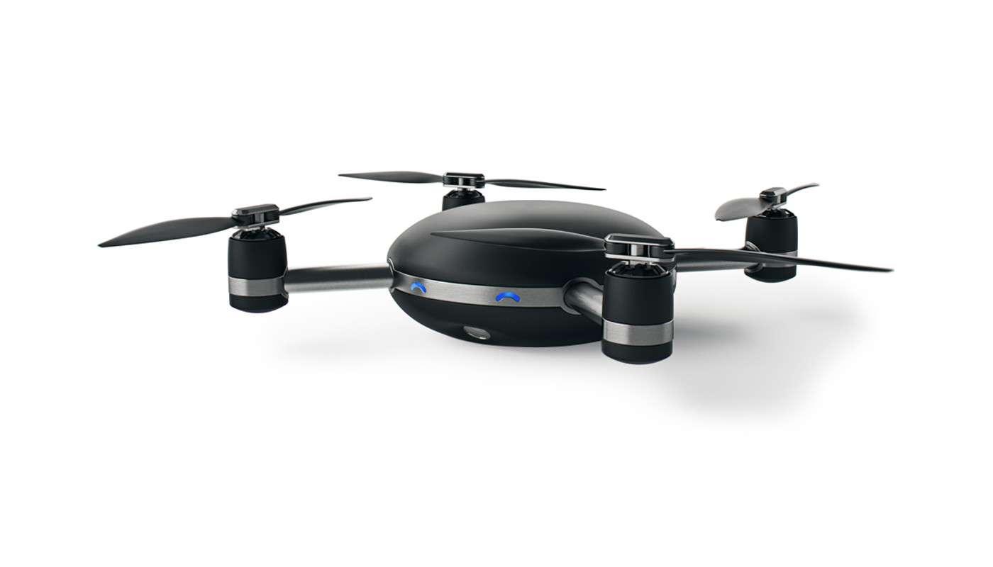 Lily n'est pas tout à fait un drone comme les autres. Une fois jetée en l'air, cette « caméra volante », selon la description qu'en font ses concepteurs, peut suivre son utilisateur à la trace pour le filmer le photographier durant ses exploits sportifs. © Lily