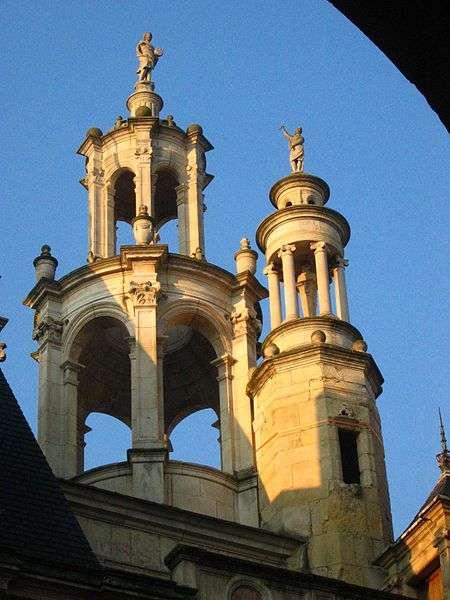 Les lanterneaux sont situés ici au sommet de l'édifice et permettent un éclairage zénithal. © Urban, CC BY-SA 3.0, Wikimedia Commons