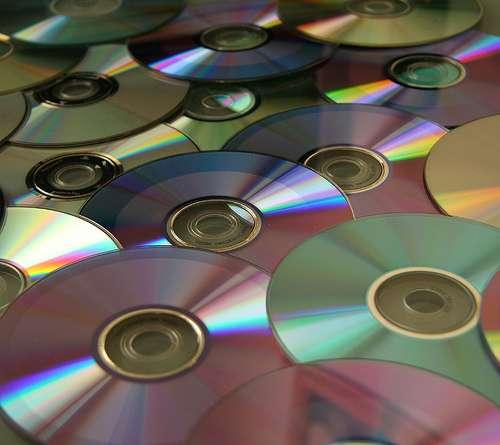 Que faire des vieux CD et DVD qui s'accumulent ? © John a ward CC by 2.0