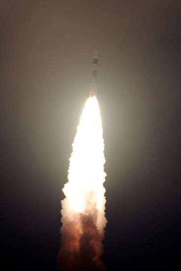 Décollage du lanceur PSLV avec le satellite IRNSS-1A depuis le centre spatial de Satish Dhawa. © Isro