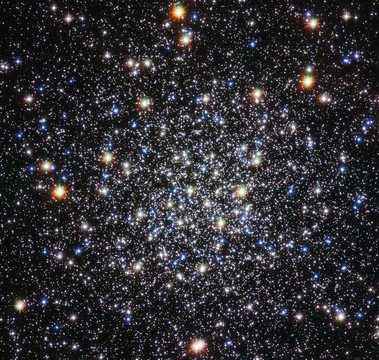 L'amas globulaire Messier 12 scintille devant le télescope Hubble. © Nasa/Esa/Hubble