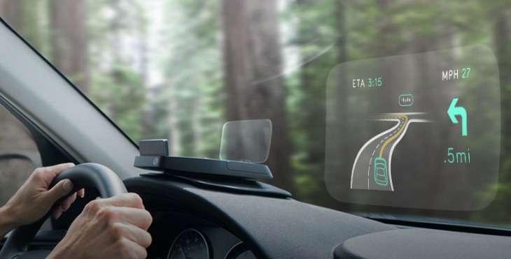 Le boîtier afficheur tête haute Navdy se connecte par liaison Bluetooth avec un smartphone Android ou un iPhone. Il affiche toutes les notifications que reçoit le mobile et permet au conducteur de piloter les fonctions par de simples gestes et à la voix. © Navdy