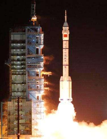 Après un vol de 9 minutes et 43 secondes, le lanceur Long March 2F a mis en orbite le vaisseau spatial Shenzhou-8. Cette capsule orbitale doit s'amarrer au module orbital Tiangong-1 dans deux jours. © CCTV