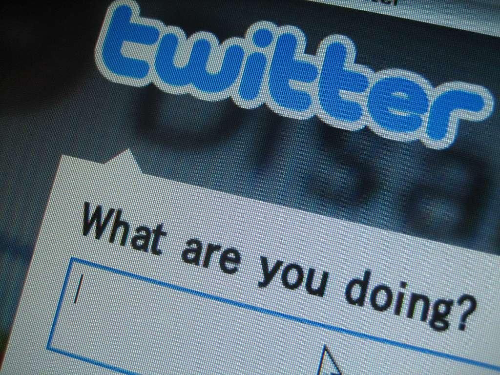 Les fausses rumeurs se propagent vite sur les réseaux sociaux comme Twitter. Pour éviter qu'une fausse information fasse le tour du monde avant qu'elle ait pu être invalidée, des chercheurs travaillent à l'élaboration d'un détecteur de mensonges pour les réseaux sociaux, nommé Pheme. © Keiyac, Flickr, cc by 2.0